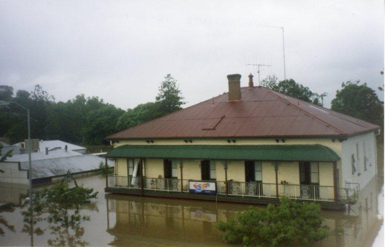 Flood of Feb 1999 - Billys Hotel
