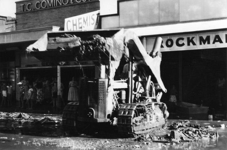 1955-flood-clean-up038