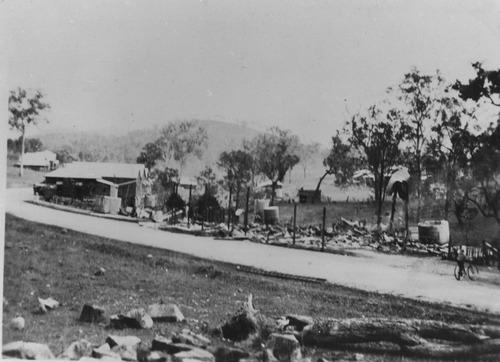 Remains of the Woolooga Hotel after a fire 1936